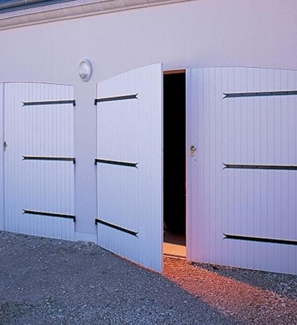 Porte De Garage Battante PVC Ou Bois CYB Stores - Porte de garage battante
